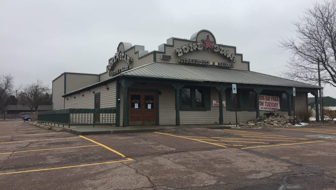 Lone Star Steakhouse has closed.
