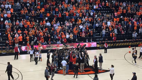 The Oregon State women's basketball team gathers at