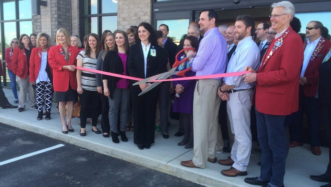 Sports Plus Rehab held a ribbon cutting ceremony at its newest location on 1378 Union University Dr. Tuesday.
