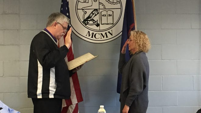 Yale City Clerk Dave Fredrick, left, swears in Councilwoman Sherri Knecht on Monday, May 8, 2017.