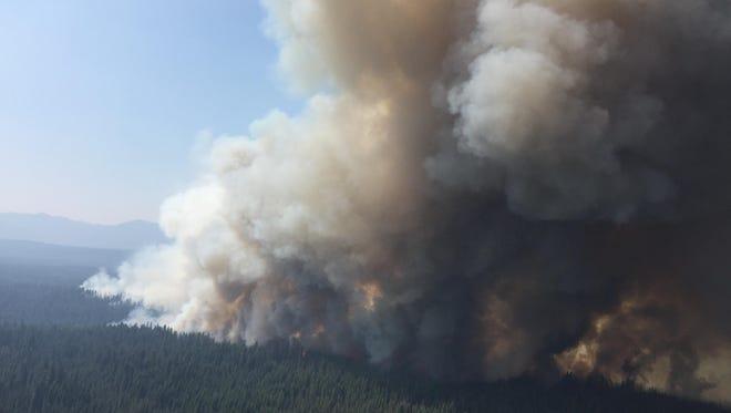 Spruce Lake Fire burns near Crater Lake National Park/