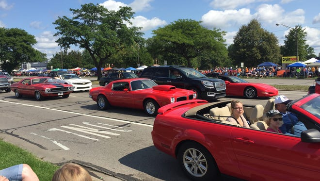 Orangy-red was the hot color at Dream Cruise 2017