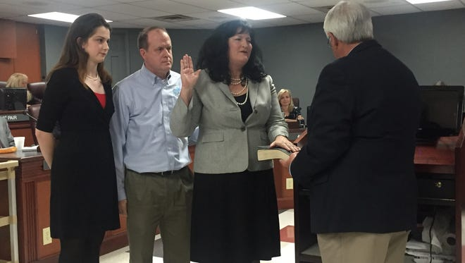 Beth Lothers was sworn in as a Williamson County District 5 commissioner Mon. Nov. 13.