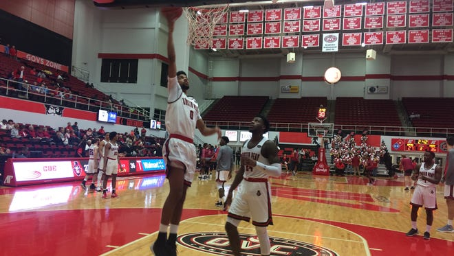 Acoydan McCarthy warms up before the second half of Austin Peay basketball's game vs. Troy.