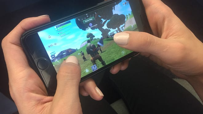 Reporter Kelly Ragan demonstrates how to play Fornite: Battle Royale.