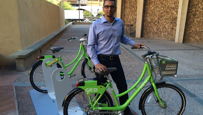 John Romero, chief operating officer for CycleHop, demonstrates how to use a GR:D bike in downtown Phoenix.