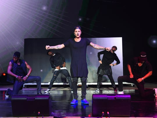 Recording artist Justin Bieber performs at the 2015