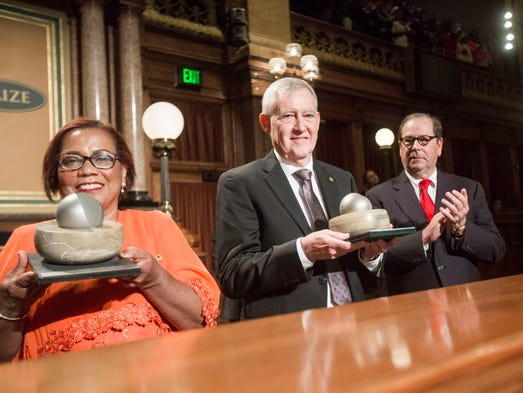 2016 Laureate Maria Andrade and Howarth Bouis receive