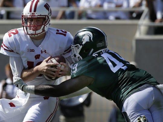 Wisconsin quarterback Alex Hornibrook (12) eludes a