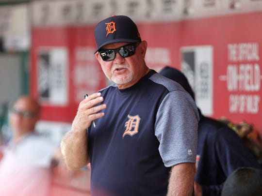 Tigers manager Ron Gardenhire walks through the dugout