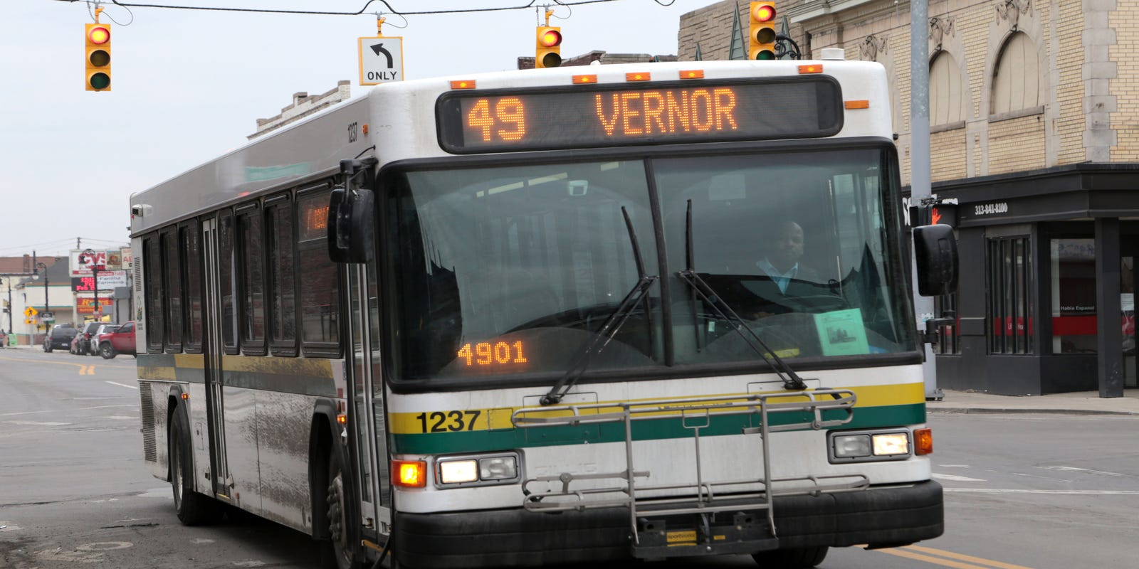 Detroit bus driver who warned of coughing rider dies from coronavirus