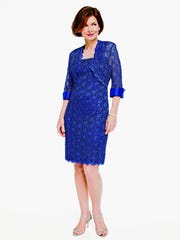 The three-quarter short lace jacket dress with cuffs
