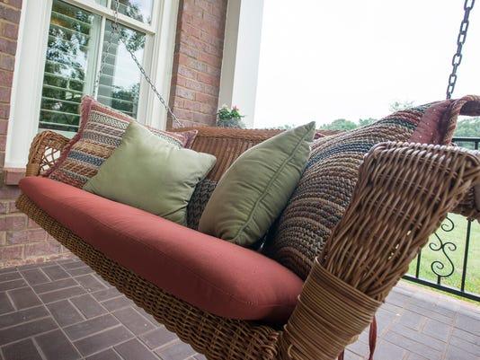 636039257752511040-porch-swing.jpg