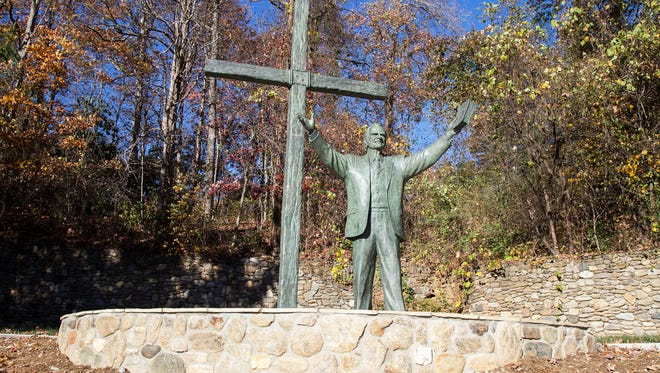 The statue of Billy Graham at Ridgecrest.