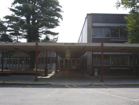 TJN staff Mount Vernon High School Exterior of Mount