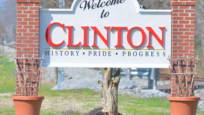 Welcome to Clinton sign.