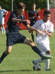 Franklin's Tyler Piper battles Nam Bui for possession