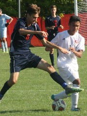 Franklin's Tyler Piper battles Nam Bui for possession