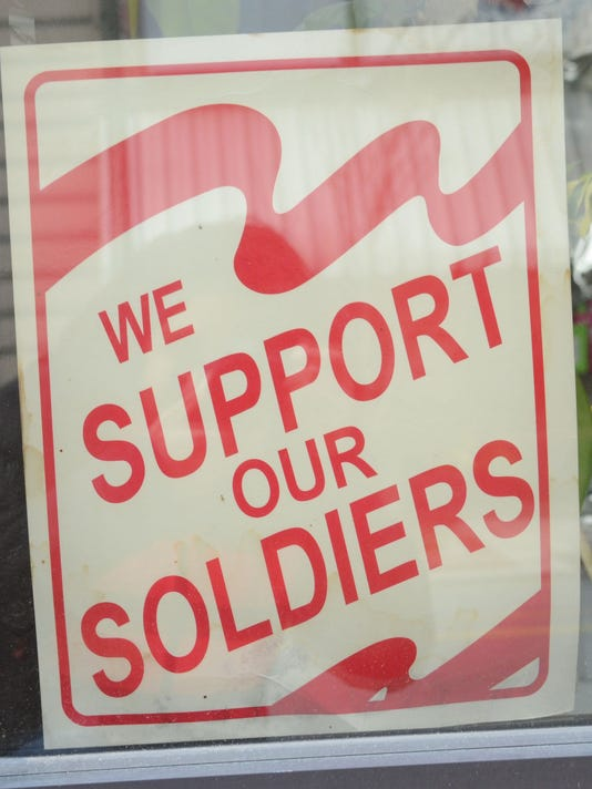 ANI Fort Polk Business Leesville businesses have been displaying signs stating support of the soldiers at Fort Polk. Tuesday, Feb. 24, 2015.-Melinda Martinez/mmartinez@thetowntalk.com The Town Talk Gannett