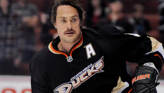 Teemu Selanne announced on Friday that he was coming back for a 21st and final season.