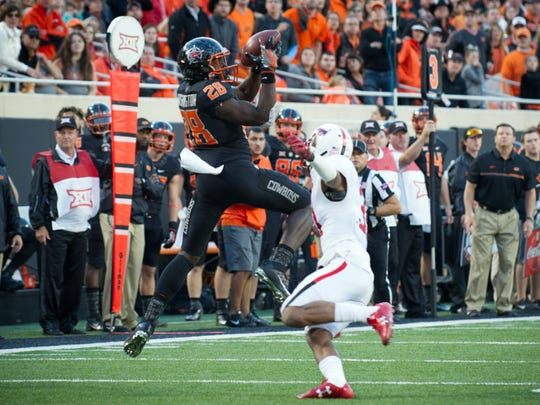 Oklahoma State wide receiver James Washington leaps
