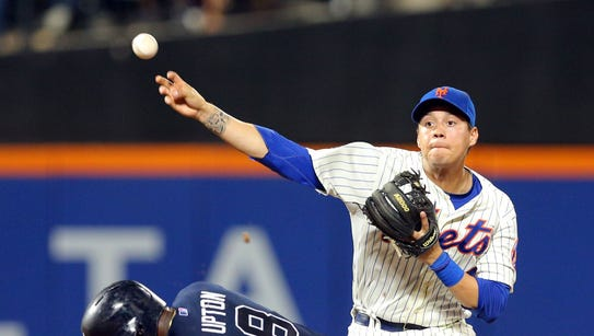 Mets infielder Wilmer Flores forces out Justin Upton