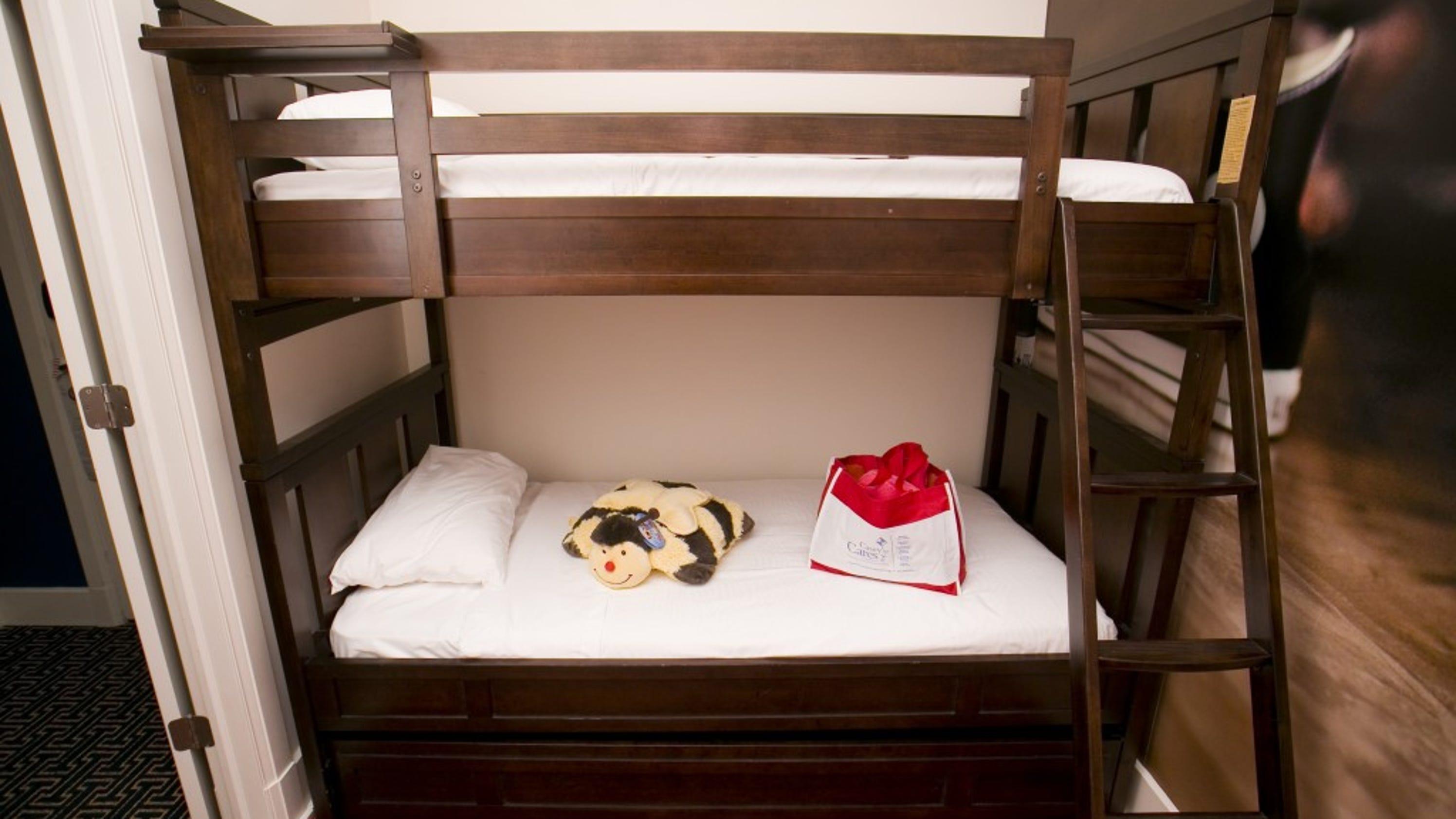 stylish oak twin twin bunk bed bunkbed w trundle 3 storage d