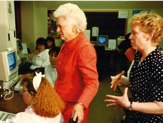 First lady Barbara Bush visits with Des Moines Register