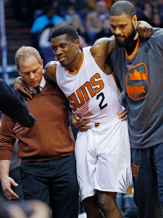 Phoenix Suns guard Eric Bledsoe, center, is helped off the court after being injured in the first half of an NBA basketball game against the Philadelphia 76ers, Saturday, Dec. 26, 2015, in Phoenix. (David Kadlubowski/The Arizona Republic via AP) MARICOPA COUNTY OUT; MAGAZINES OUT; NO SALES; MANDATORY CREDIT