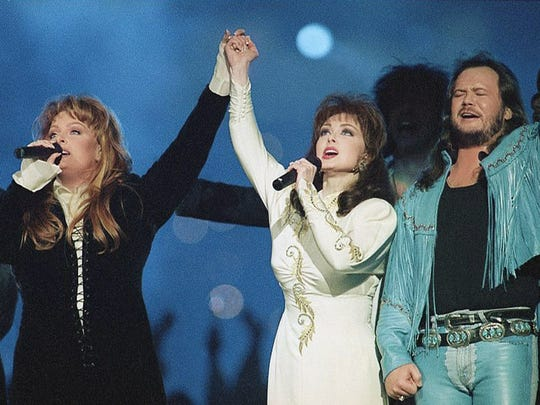 In a rare reunion, Winona and Naomi Judd perform during