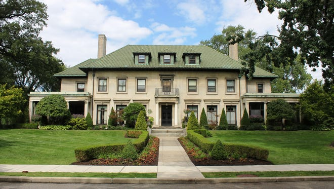Designed by Albert Kahn for Benjamin Siegel. The home is part of the Boston-Edison Historic District Detroit and it is located on West Boston Boulevard. It was built in 1914.