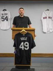 Boston Red Sox All-Star Chris Sale is always ready to lend a hand. In fact, this photo of the former FGCU pitcher was taken during an Eagles fundraising dinner on Tuesday night.