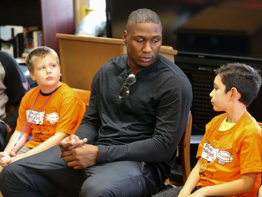 Cincinnati Bengals defensive end Carlos Dunlap visits