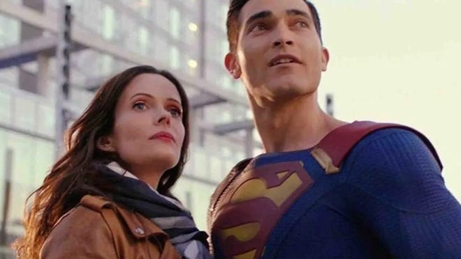 """Elizabeth Tulloch and Tyler Hoechlin in """"Superman & Lois,"""" which debuts Tuesday on the CW."""