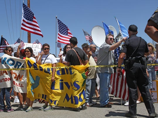 murrieta immigrant protest20.JPG