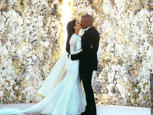 XXX_HI-RES-KIM-KARDASHIAN-KANYE-WEST-WEDDING-KISS_64534962