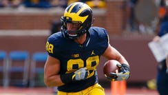 Michigan Wolverines tight end Jake Butt (88) runs the