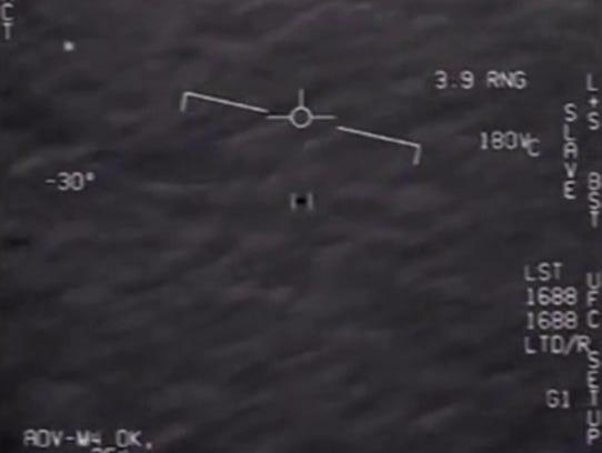 UFO encounter? New footage shows U.S. Navy pilots' apparent sighting of alien craft near East Coast 636564451680543039-UFOsei-2967446