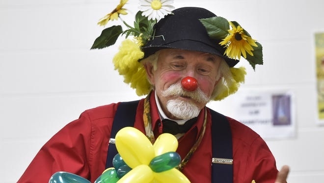 Fred Wittig and his classic balloon flower. To see a video of the Wittig creating his signature flower balloons, click onto: www.doorcountyadocate.com.