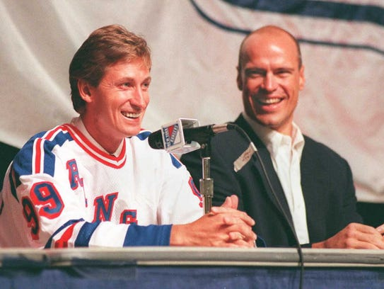 Wayne Gretzky (left) will be one of the statues on