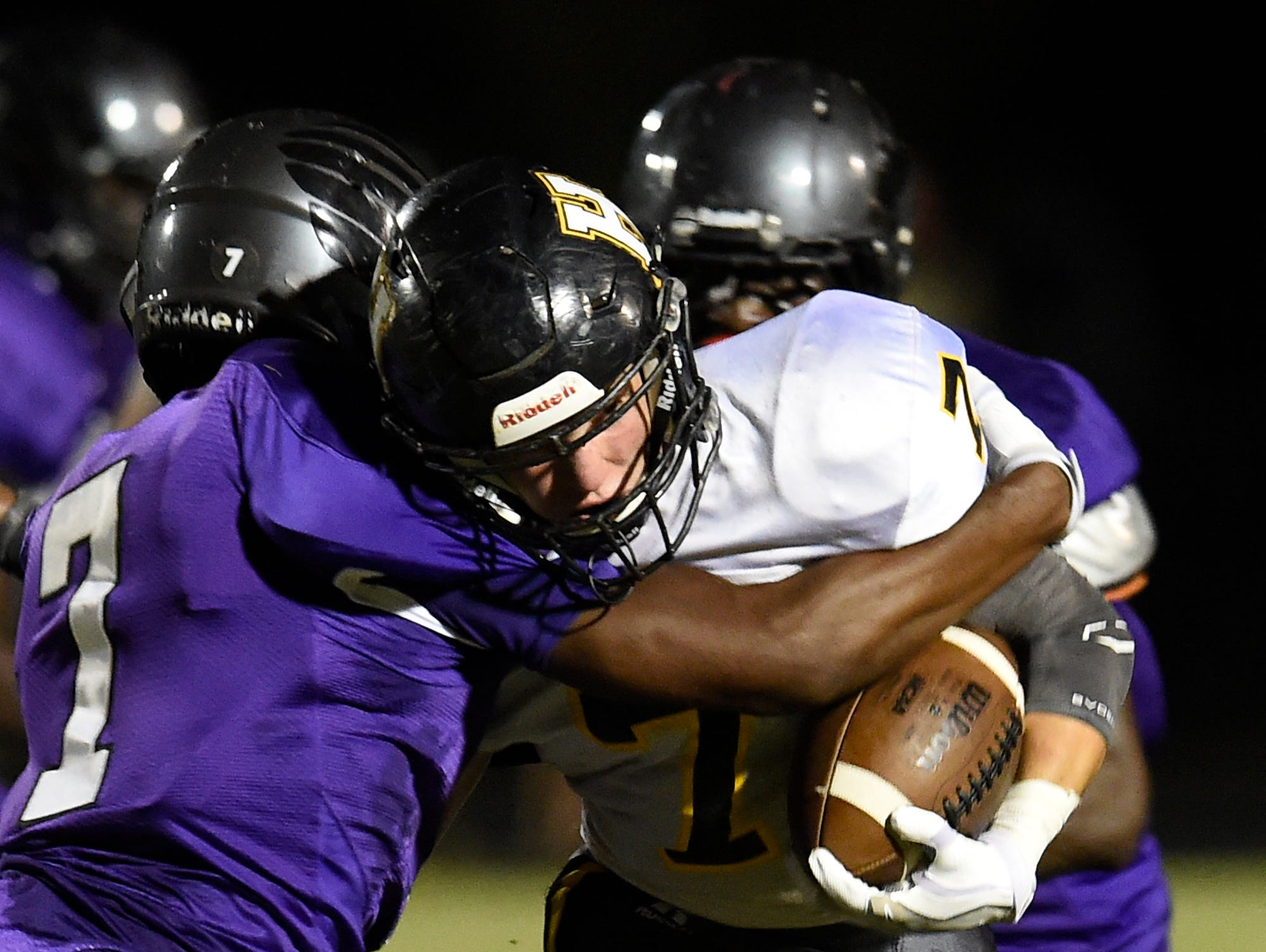 Hendersonville senior Weston Schwerdt (7) carries the ball during Friday's 47-46 loss at Cane Ridge.