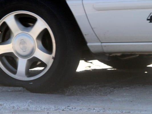 -pothole1.jpg_20130218.jpg