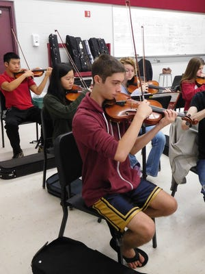 David LaBarre rehearsing with the Chiles Chamber Orchestra members.
