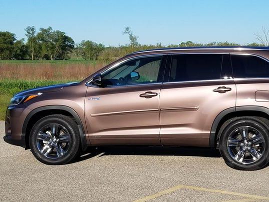 Toyota Of Louisville >> Savage on Wheels: 2017 Toyota Highlander Hybrid Limited Platinum