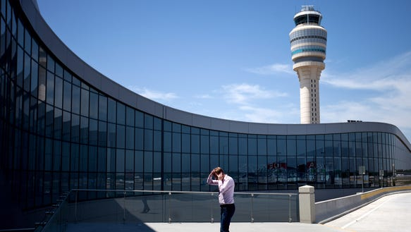 World S Busiest Airport Tries Incentives To Lure More Flights