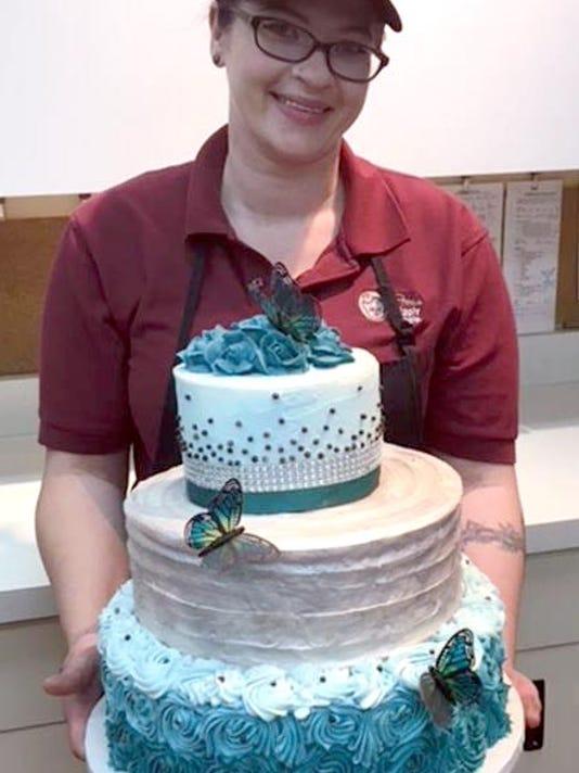 636663916603230047-Piggly-Wiggly-custom-cake-maker.jpg