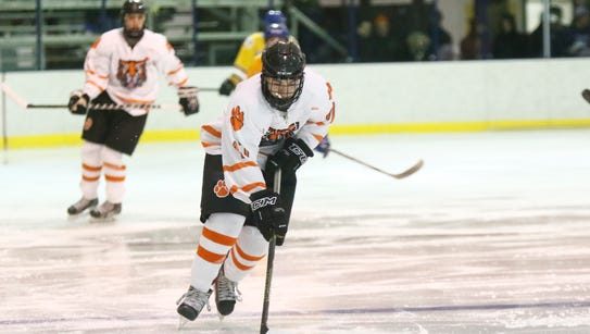 Mahopac defeats White Plains 4-3 in ice hockey at Ebersole