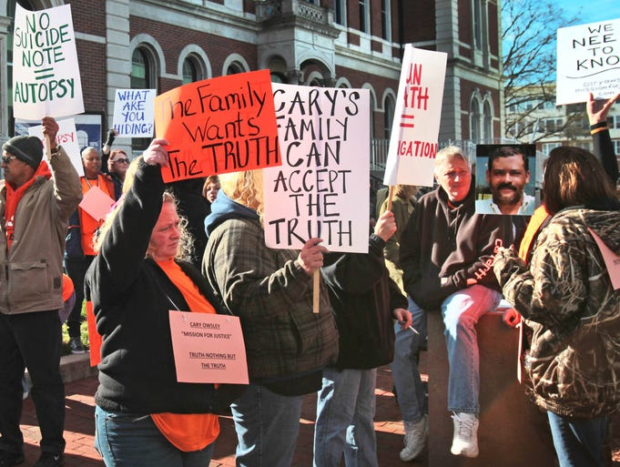 Supporters rally outside the Bartholomew County Courthouse in Columbus, Ind. at noon on Wednesday, Nov. 20, 2013, seeking justice for Cary Owsley, whose death on April 7 was ruled a suicide by Coroner Larry Fisher. An afternoon hearing was held as to whether Owsley's body would be exhumed for an autopsy at some family members' request. Charlie Nye / The Star.