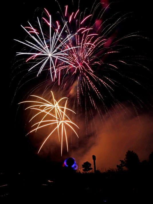 636031911629717796-070316-APC-Appleton-Fireworks-rbp-749.jpg