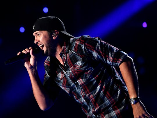 Luke Bryan kept fans up past their bedtimes.
